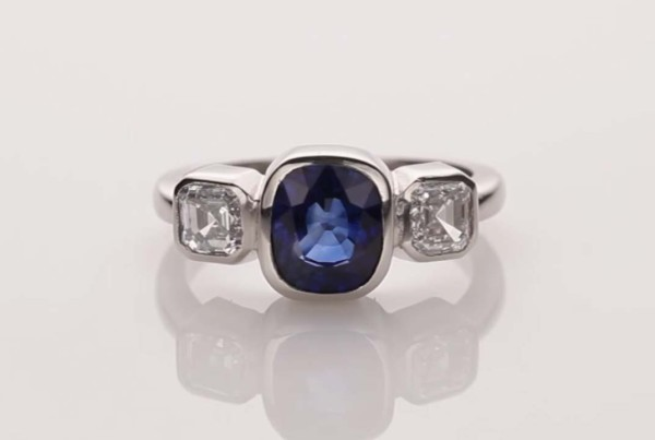 Blue Sapphire and Diamond Ring Set in Platinum