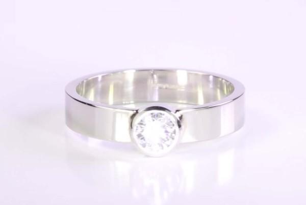 Diamond Ring set in Platinum v3