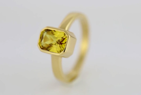 1 Yellow Sapphire Fine Em Cut Set In Gold Ring