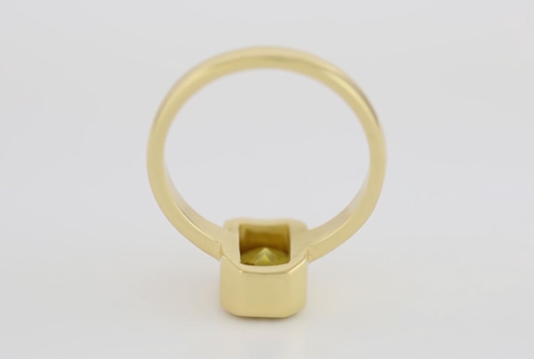 1Yellow Sapphire Fine Em Cut Set In Gold Ring