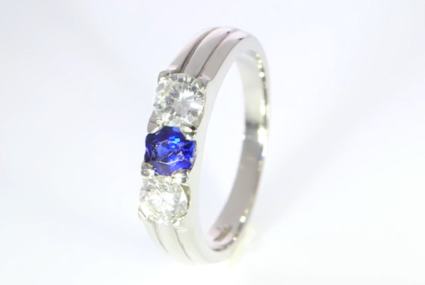 Blue Sapphire And Diaxond Set In Platinum