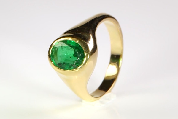 Emerald oval Cut Set In Gold Ring