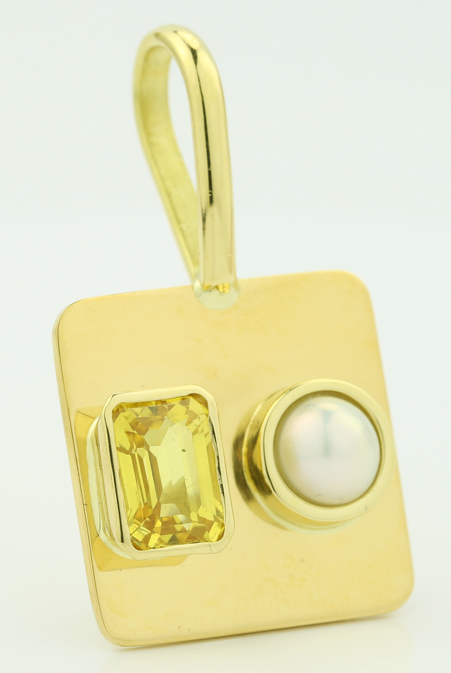 Golden Square Gem and White Pearl
