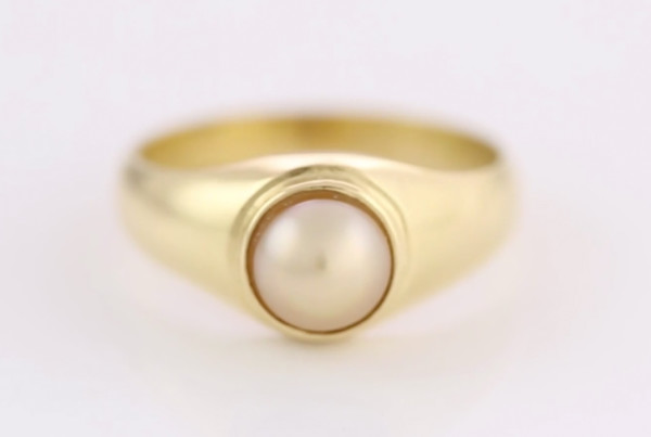 Real Salt Water Pearl Set In Gold Ring Flat