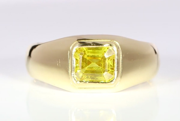 Yellow Sapphire Em Cut Set In Gold Ring