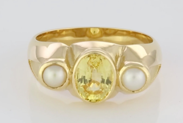 Yellow Sapphire Oval Shape And Two Real Salt Water Pearls Set In Gold Ring