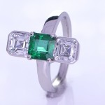 Green Sapphire And Two Diamonds Placed On A Silver Ring