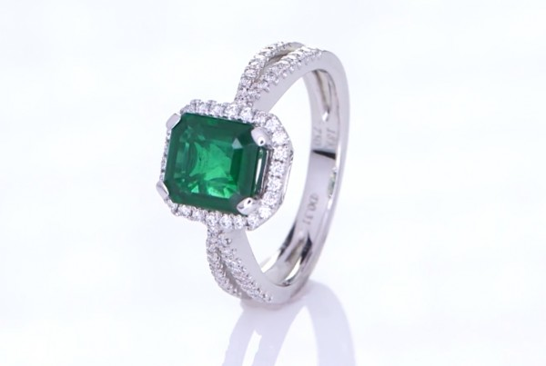 Green Sapphire With Diamond Ring