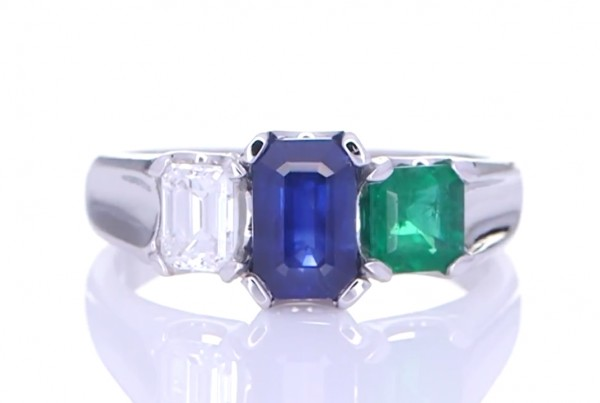 Blue Sapphire, Green Emerald And A Diamond Placed On A Silver Ring