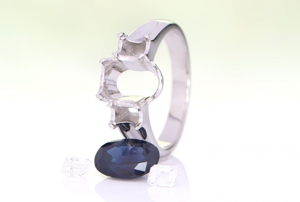Silver Ring With a Separate Blue SapphireAnd Two Diamonds